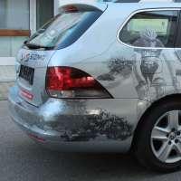 KFZ-Folierung um die Rücklichter und auf der lackierten Stoßstange des Geschäftswagen