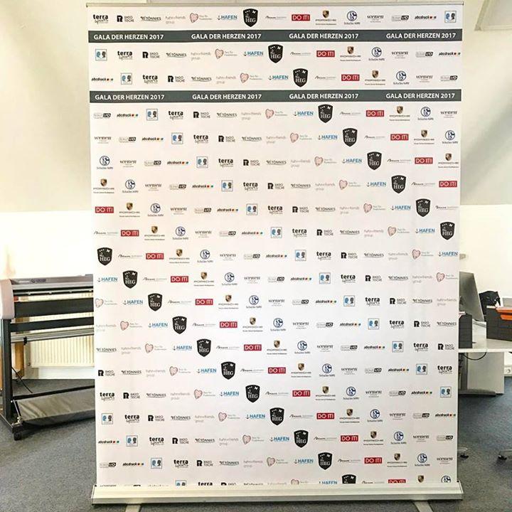 Rollup-Display als Sponsorenwand